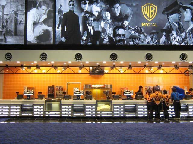 映画館『ワーナーマイカルシネマ大高』のチケットカウンター